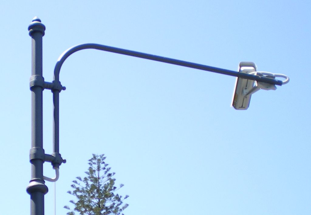 Palo artistico per telecamera di videosorveglianza - Telecamera in bagno ...