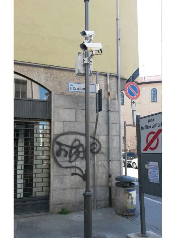 Palo video sorveglianza due telecamere