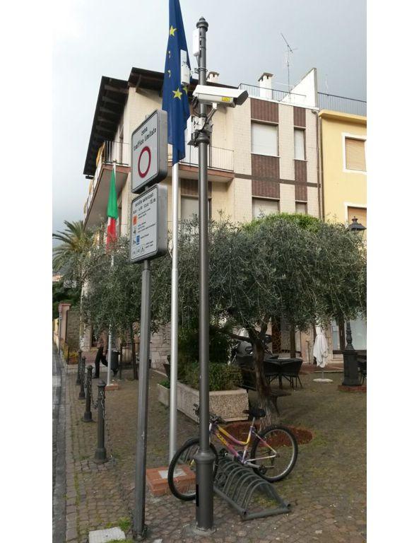 Palo video sorveglianza piazza