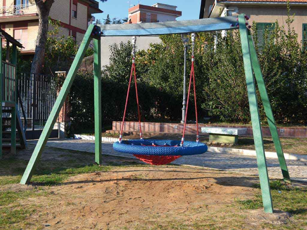 Giochi e arredi in plastica riciclata giochi per parc for Altalena con ponte