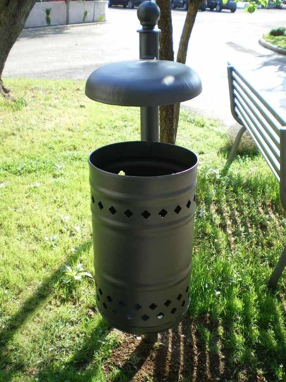 Arredo urbano cestini porta rifiuti cestini in acciaio for Arredo urbano cestini