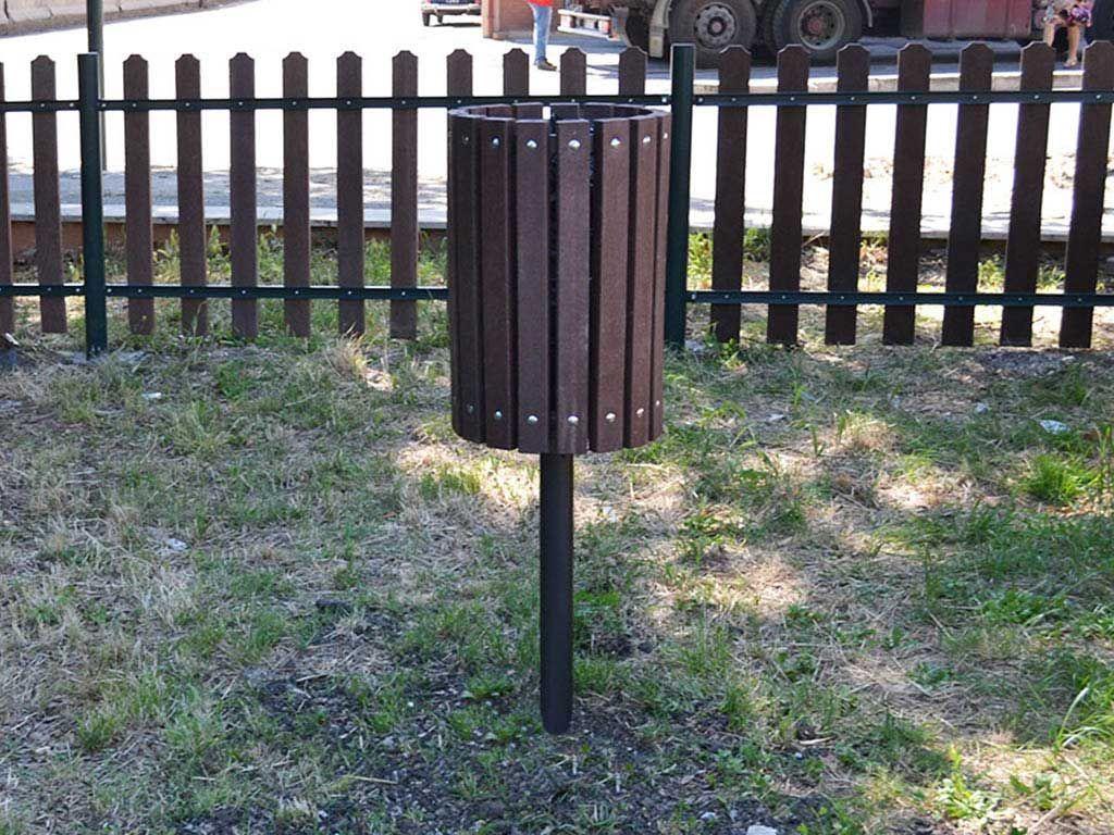Litter Bin in Strongplast or Wood