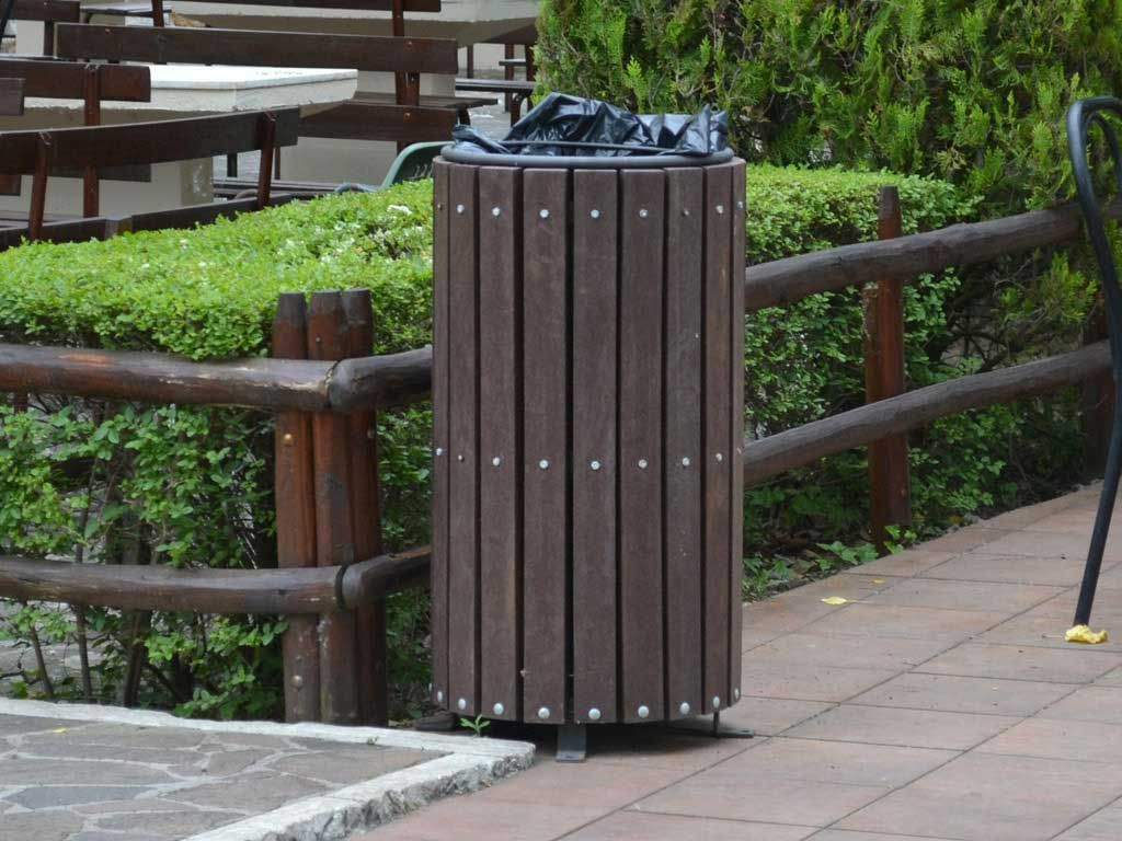 Large Litter Bin in Strongplast or Wood