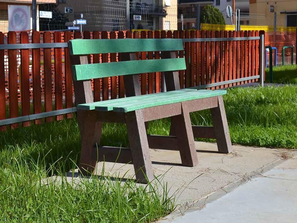 Panca in STRONGPLAST - plastica riciclata post consumo - seduta colore Verde 1,5 metri